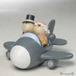 Pareja de  novios en avión