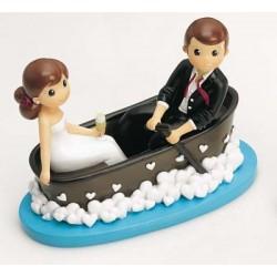 Pareja novios en barca